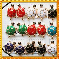 Серьги Черепаха красная белая черная зеленая синяя желтая розовая, планшетка 12 пар.