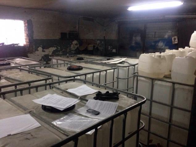 На Киевщине обнаружен цех по производству паленой водки