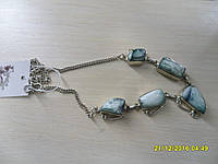 Ожерелье с натуральным камнем океаническая яшма в серебре.