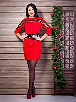 Красивое платье пошива «летучая мышь» с вставкой гипюровой ленты