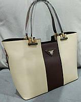 Женская большая сумка бежевого цвета с темно-коричневой вставной из эко нубука Pra... Материал эко кожа.
