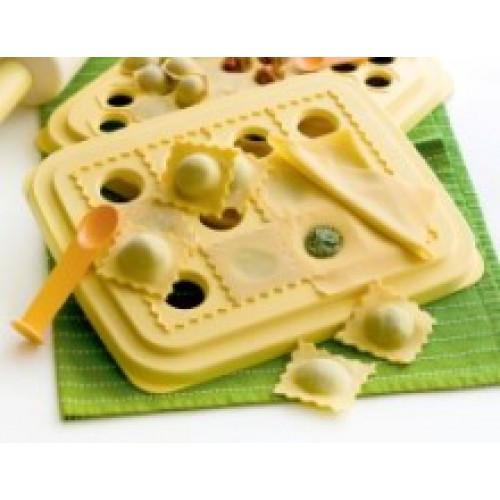 Равиольница с ложечкой Tupperware. Для быстрого приготовления равиоли с разнообразными начинками.