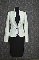 Пиджак женский, воротник - стойка,  молочный, с глубоким вырезом