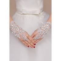 Белые кружевные перчатки