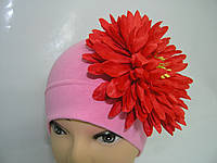 Шапочка розовая с красной хризантемой