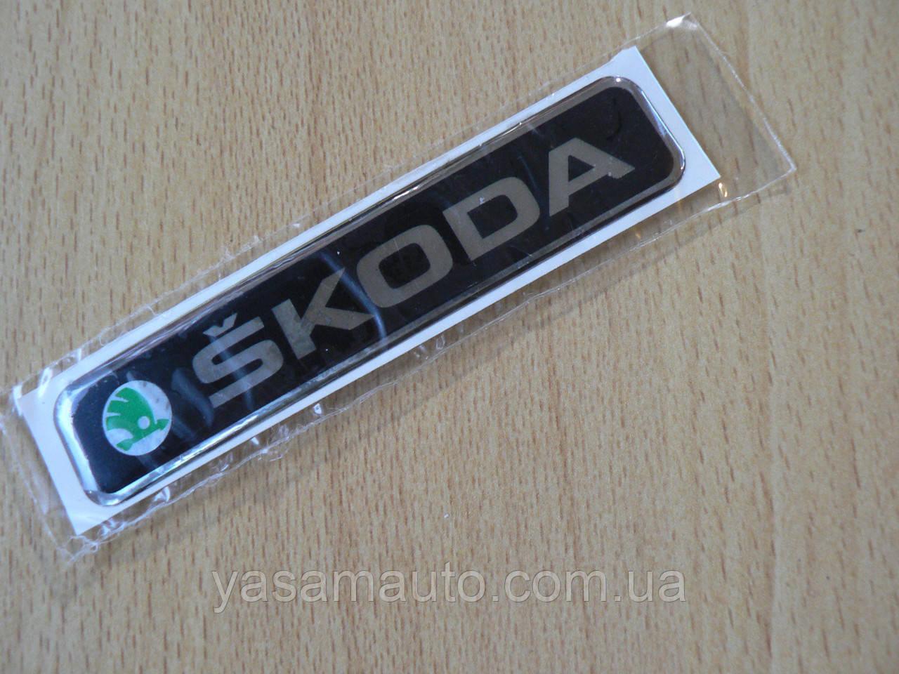 Наклейка s напис Skoda 100х20х1мм силіконова на авто емблема логотип Шкода зелена