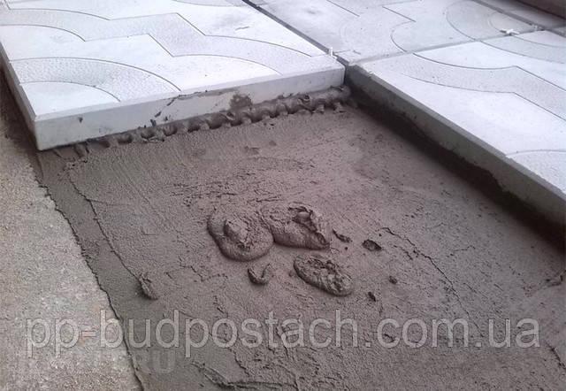 Укладання тротуарної плитки на клей