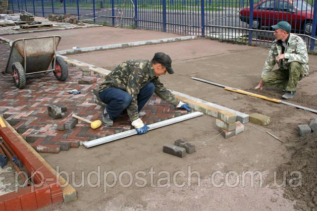 Як укласти тротуарну плитку на бетонну основу