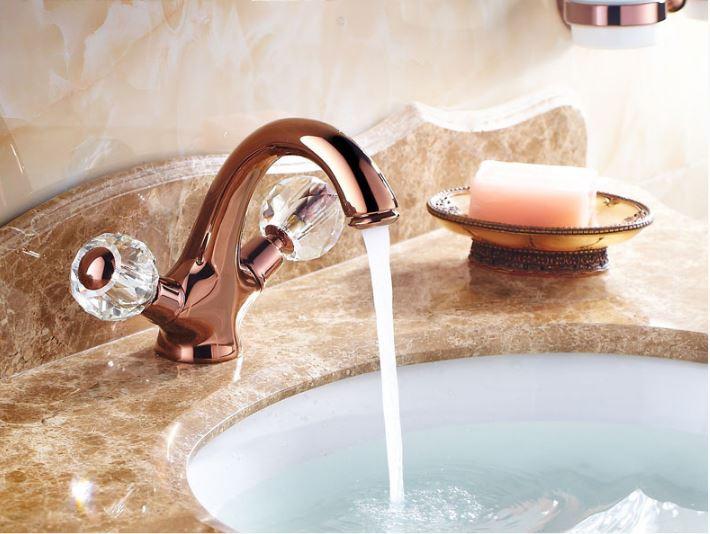 Смеситель кран в ванную комнату для умывальника однорычажный розовое золото