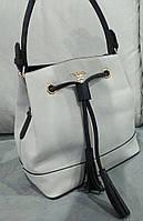 Женская сумка-мешок белого цвета Pra.... Материал эко кожа. Размер 28х29.