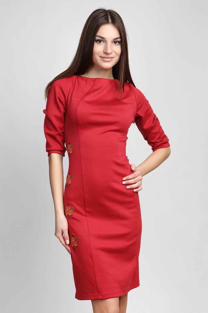 Красное вышитое платье П107