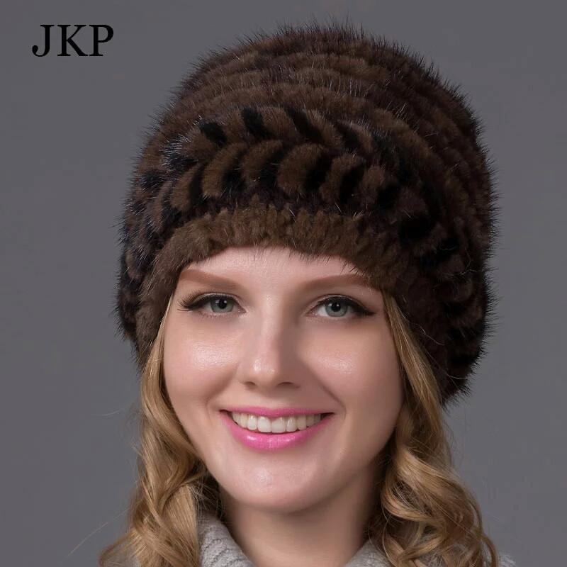 меховая женская шапка из вязанной норки по спирали на трикотажной