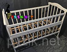 Кровать детская белая ольха (колеса, качалка, опускной борт)