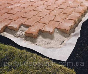 Укладка тротуарної плитки з використання геотекстилю