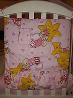 Навесной задний карман для детской кроватки. Цвет: розовый. Мишка на звезде