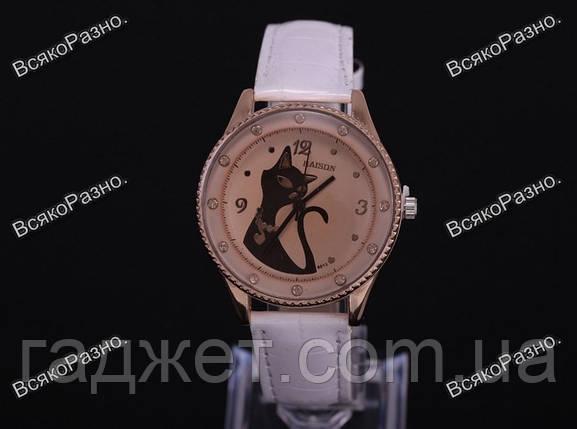Картинки по запросу Женские наручные часы с кошкой белого цвета.
