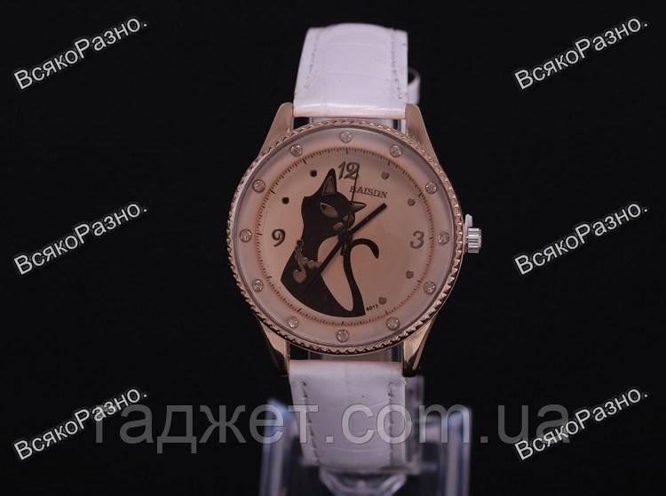 Женские наручные  часы с кошкой белого цвета. Женские часы