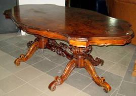 Овальный обеденный стол в классическом стиле б/у, нераздвижной