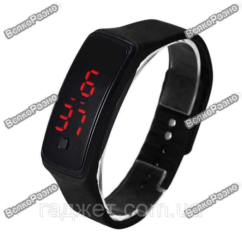 Часы силиконовые спортивные черного цвета.