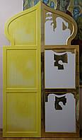 Золочение сусальным золотом фона икон Царских врат иконостаса.