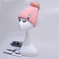 Модная женская вязанная шапка с однотонным помпоном розового цвета
