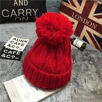 Модная женская вязанная шапка с вязаным помпоном красного цвета