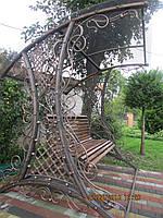 Кованая садовая качеля для дома