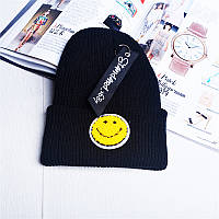 Модная женская трикотажная шапка черного цвета со смайлом