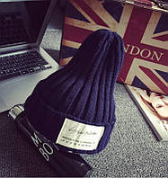 Модная женская трикотажная шапка синего цвета