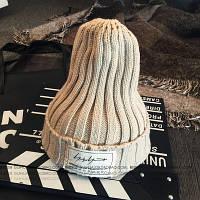 Модная женская трикотажная шапка бежевого цвета
