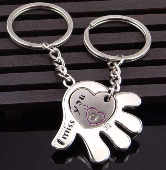 Два брелока для закоханих - Рука з отвором для другого брелок у вигляді серця SKU0000571