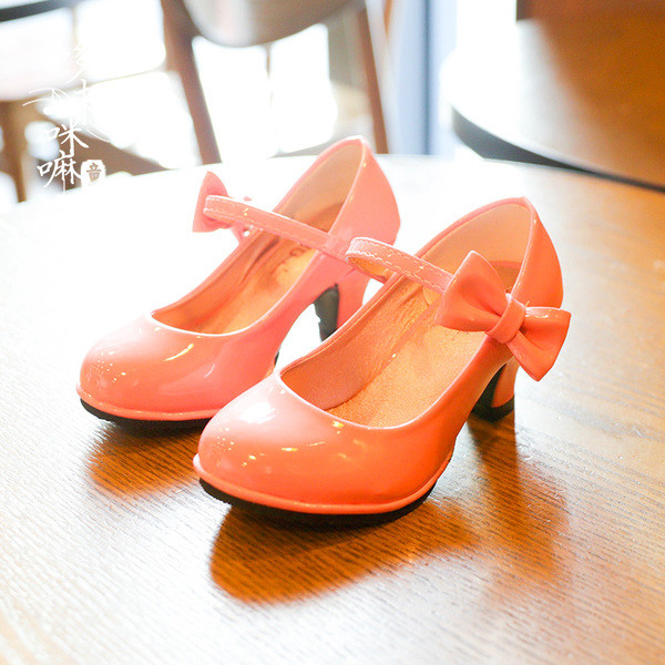 Детские туфли на каблуке для девочки