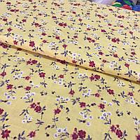 Ткань с мелкими белыми и красными цветочками на желтом фоне, бязь, хлопок