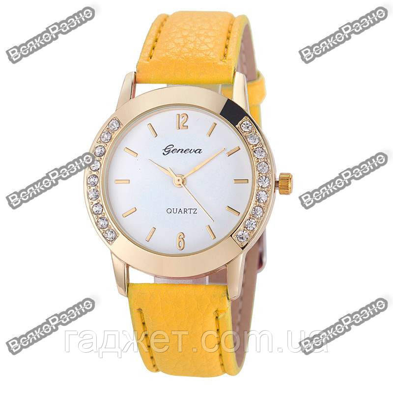 Женские часы Geneva Relojes Mujer желтого цвета.