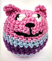 Вязаная игрушка котик розовый