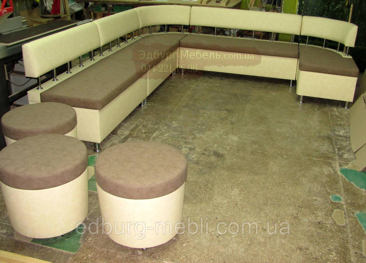 Кухонный диван для большой кухни с пуфами на колесиках