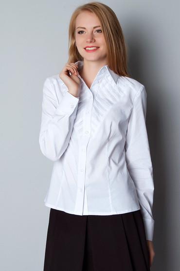 Белая приталенная рубашка с декоративной деталью Р75
