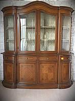 Сервант-витрина , Италия