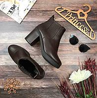 Классические коричневые ботильоны на устойчивом наборном каблуке  SH0108