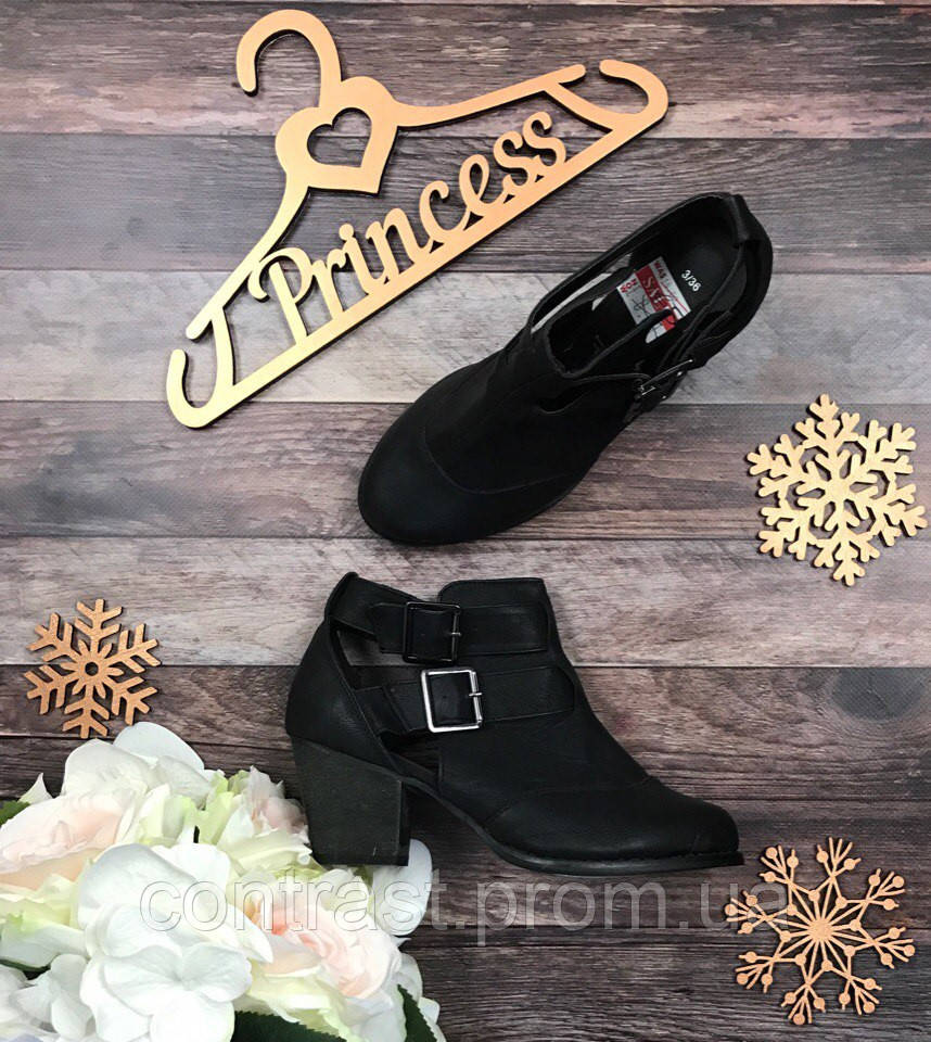 Черные стильные открытые ботинки на устойчивом, чуть скошенном каблуке  SH230002