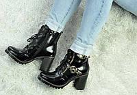 Черные ботинки на шнурках на тракторной подошве