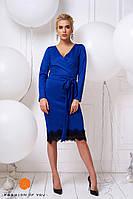 Платье синее с кружевом и поясом, длинный рукав.