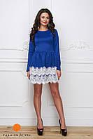 Платье мини синее с белым кружевом, длинный рукав.