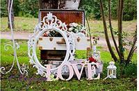 Фотозона в аренду, чемоданы, рамка, слово love