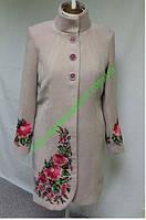 Женское пальто бежевого цвета