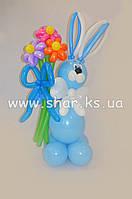 Заяц с букетом ромашек из воздушных шаров