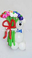 Мишка с букетом разноцветных ромашек из воздушных шаров