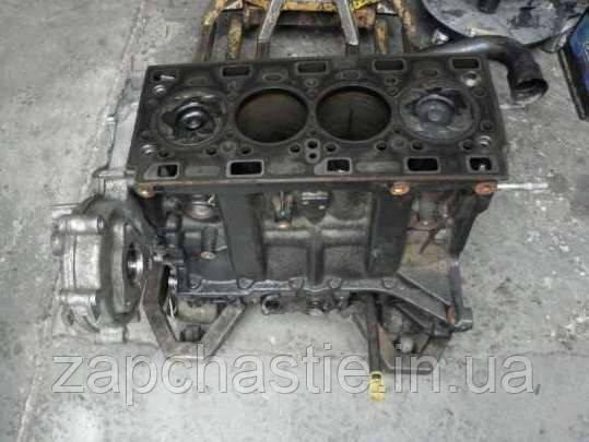 Блок двигуна Рено Майстер 2.5 dci