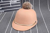 Модная женская фетровая шляпа кепка с козырьком украшенным помпоном бежевого цвета