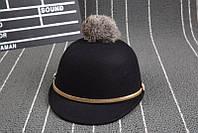 Модная женская фетровая шляпа кепка с козырьком украшенным помпоном черного цвета